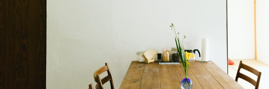 kitchen table at coya cottage shimoda izu